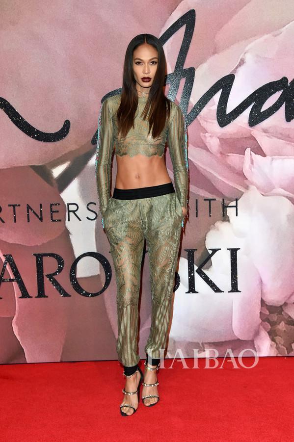 琼·斯莫斯(Joan Smalls) 亮相2016英国时尚大奖